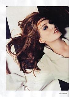 ELLE UK Anne Hathaway in The Real Girl by David Slijper. December 2010, www.imageamplified.com, Image Amplified (8)
