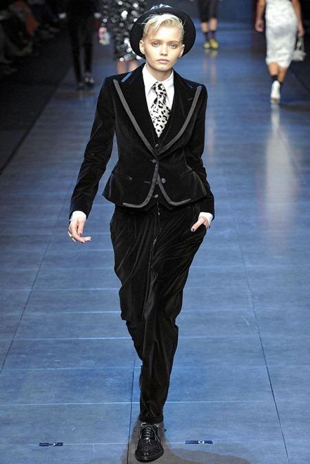 MILAN FASHION WEEK Dolce & Gabbana Fall 2011. www.imageamplified.com, Image Amplified (51)