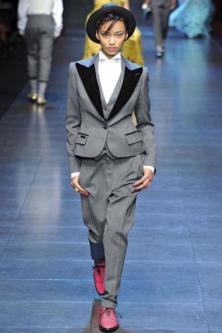 MILAN FASHION WEEK Dolce & Gabbana Fall 2011. www.imageamplified.com, Image Amplified (45)