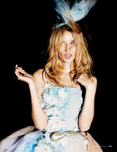 ELLE ITALIA Linda Votjova in Crazy Couture by Mark Pillai. May 2011, Alberto Zanoletti, www.imageamplified.com, Image Amplified (3)