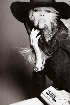 VOGUE SPAIN Claudia Schiffer in Claudia by Tom Munro. Belen Antolin, September 2011, www.imageamplified.com, Image Amplified (8)