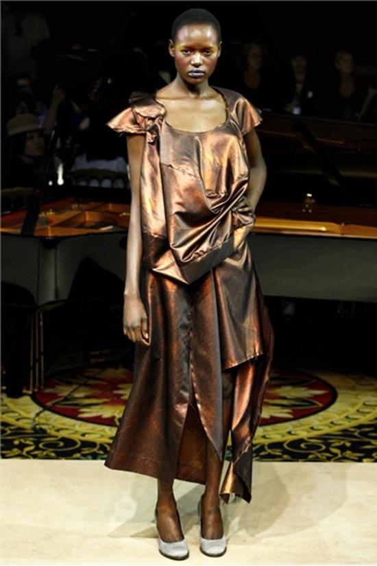 PARIS FASHION WEEK Vivienne Westwood Spring 2012. www.imageamplified.com, Image Amplified (21)