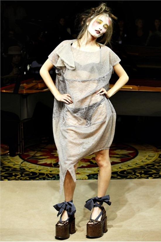 PARIS FASHION WEEK Vivienne Westwood Spring 2012. www.imageamplified.com, Image Amplified (1)
