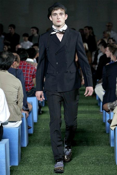 MILAN FASHION WEEK Prada Collection Spring 2012. www.imageamplified.com, Image Amplified (3)