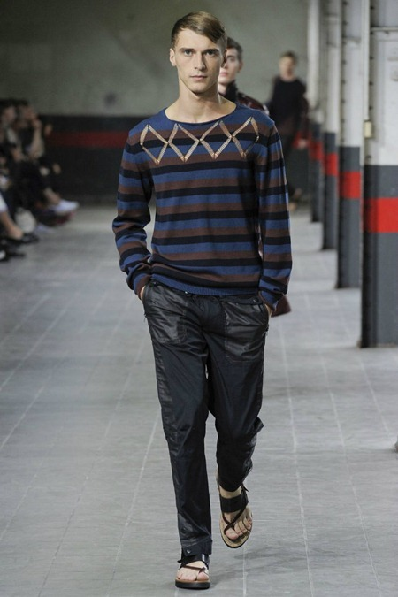 Picture About Dries van Noten Collections in Paris Fashion Week Spring 2012