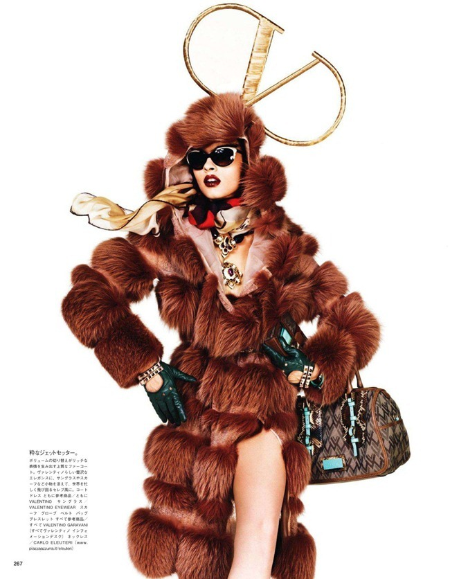 VOGUE JAPAN- Crystal Renn in &%Mi Vida Logo&% by Giampaolo Sgura. Anna Dello Russo, November 2011, www.imageamplified.com, Image Amplified4