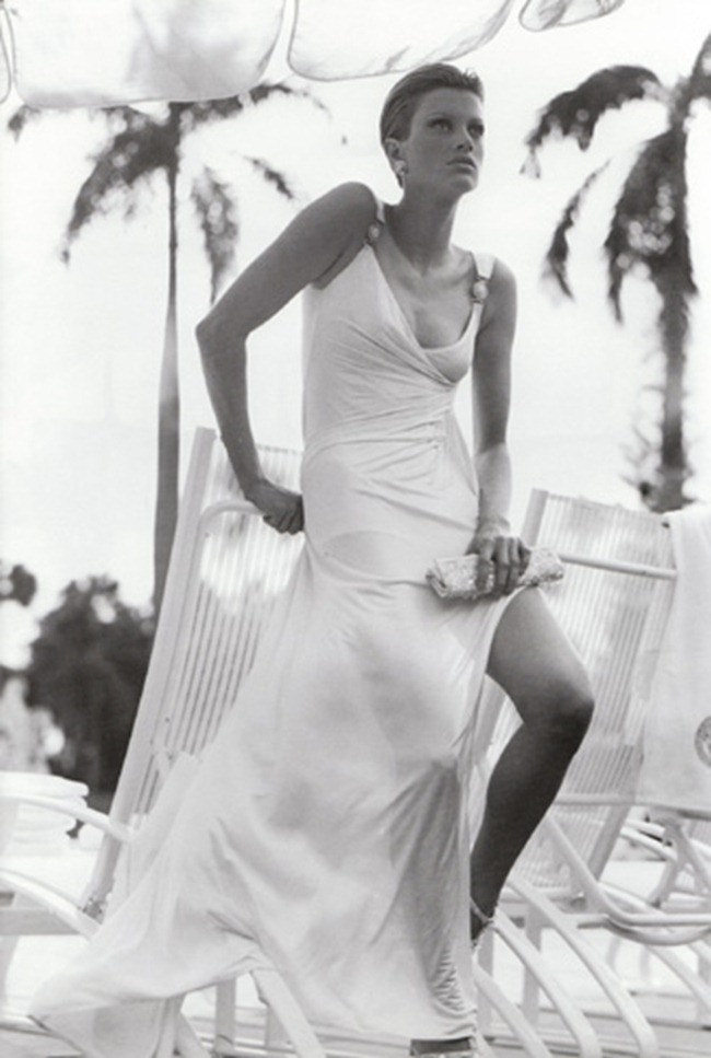 WE ♥ VERSACE- Kristen McMenamy for Versace Spring 1995 by Richard Avedon. www.imageampilfied.com, Image Amplified4