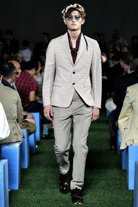 MILAN FASHION WEEK Prada Collection Spring 2012. www.imageamplified.com, Image Amplified (24)