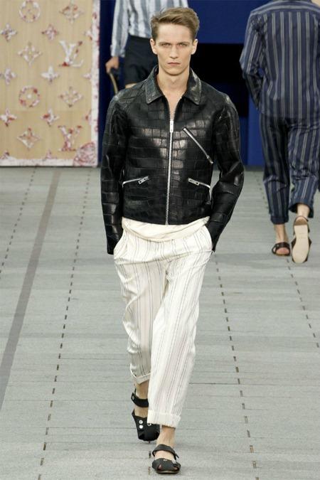 PARIS FASHION WEEK Louis Vuitton Spring 2012. www.imageamplified.com, Image Amplified (7)
