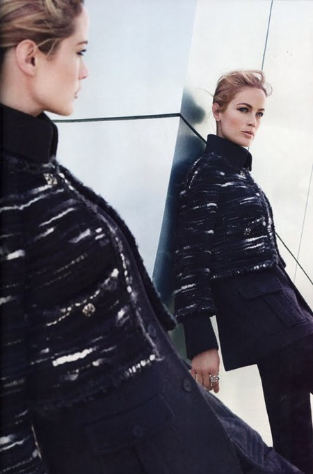 HARPER'S BAZAAR MAGAZINE Carolyn Murphy in The New Shapes by Tom Munro. August 2011, www.imageamplified.com, Image Amplified (11)