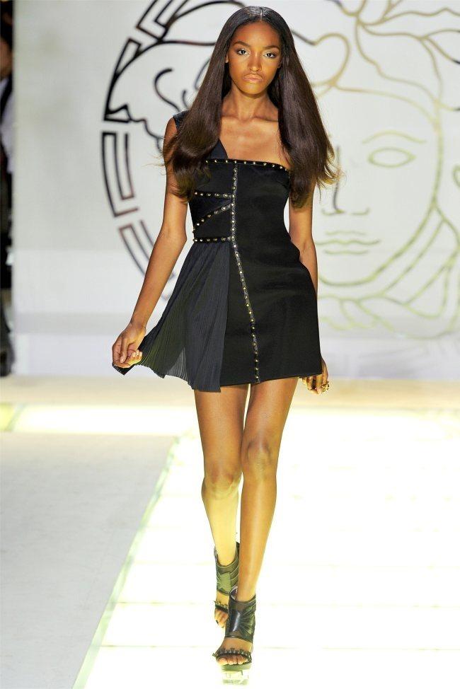 MILAN FASHION WEEK Versace Spring 2012. www.imageamplified.com, Image Amplified (40)