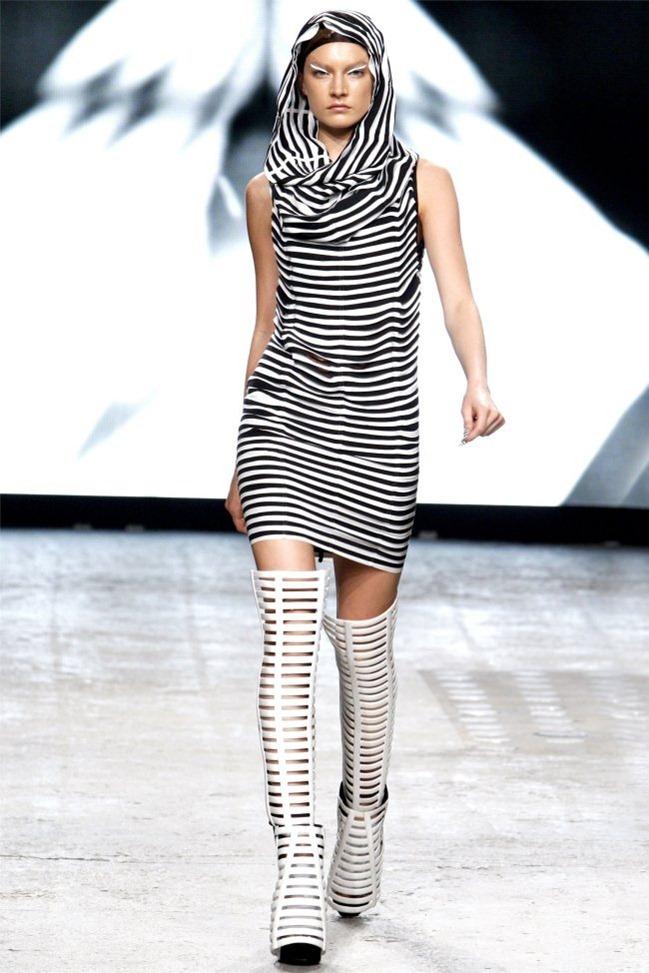 PARIS FASHION WEEK Gareth Pugh Spring 2012. www.imageamplified.com, Image Amplified (27)