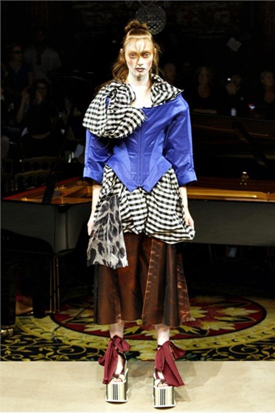 PARIS FASHION WEEK Vivienne Westwood Spring 2012. www.imageamplified.com, Image Amplified (46)