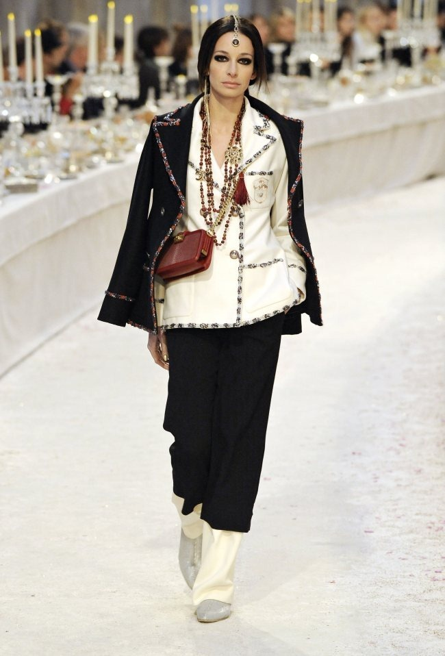 RUNWAY- Chanel Pre-Fall 2012 Collection in Bombay. www.imageamplified.com, Image Amplified0 (4)