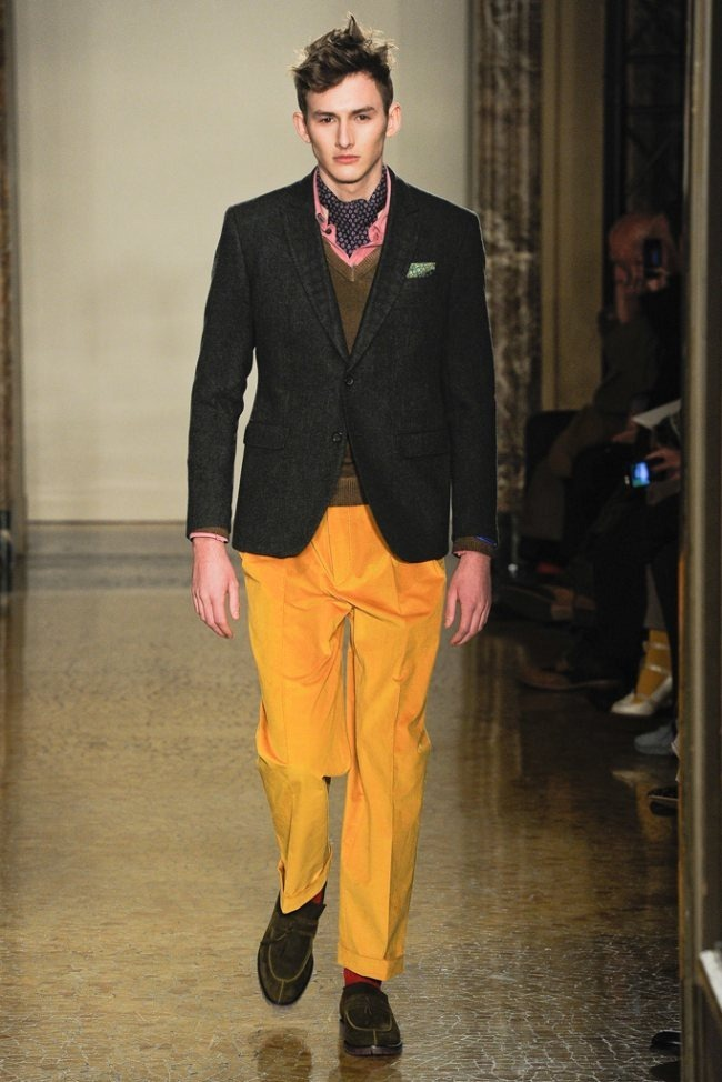 MILAN FASHION WEEK- Moschino Men's Fall 2012. www.imageamplified.com, Image Amplified4 (3)