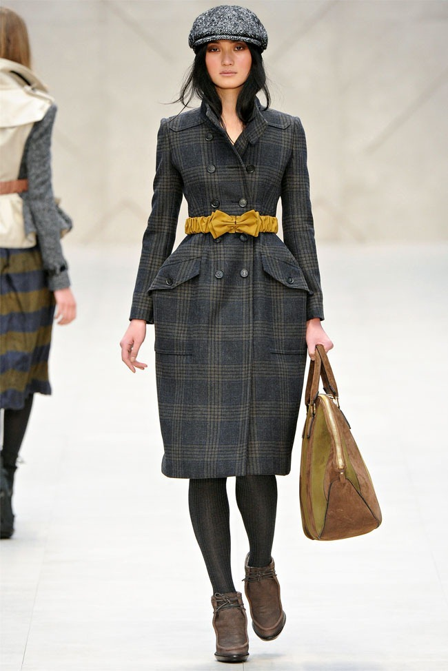 LONDON FASHION WEEK Burberry Fall 2012. www.imageamplified.com, Image Amplified (2)