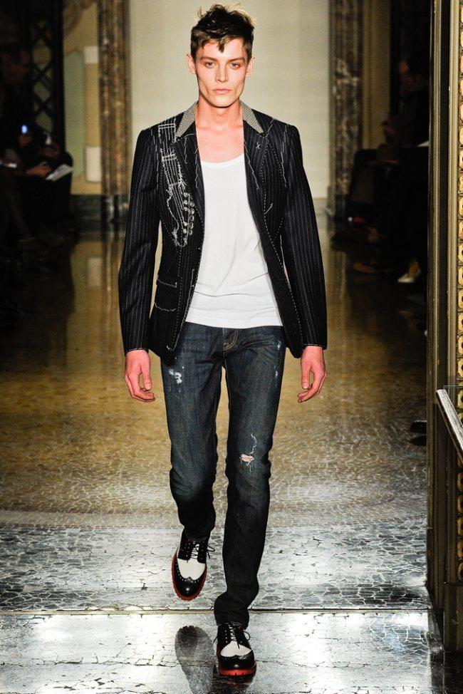 MILAN FASHION WEEK- Moschino Men's Fall 2012. www.imageamplified.com, Image Amplified3 (1)
