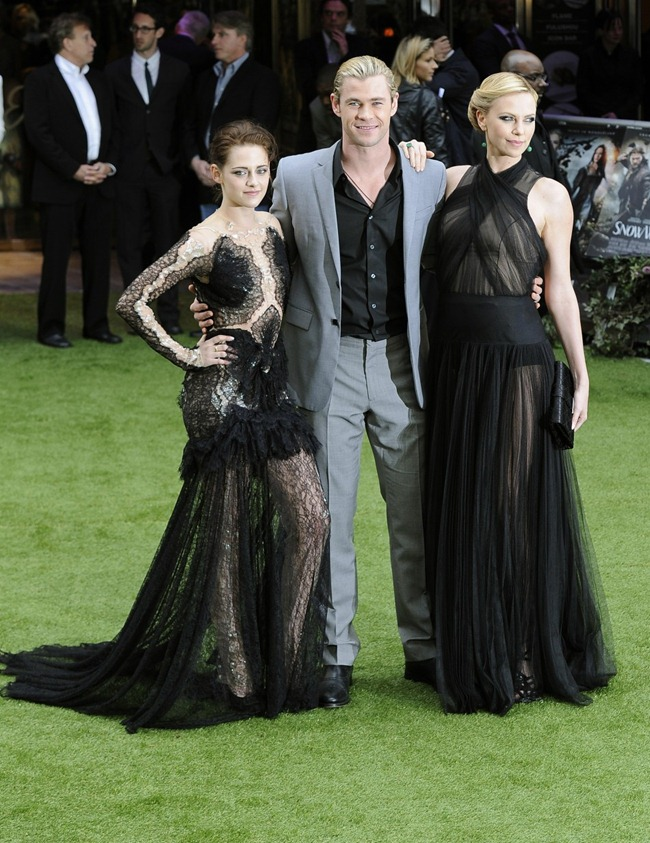 RED CARPET MOVIE PREMIERE Kristen Stewart, Charlize Theron & Chris Hemsworth at the Snow White and the Huntsman World Premiere at The Empire Leicester Square, London. www.imageamplified.com, Image Amplified (5)