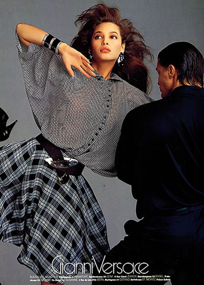 WE ♥ VERSACE- Cindy Crawford & Christy Turlington for Versace Spring 1987 by Richard Avedon. www.imageamplified.com, Image Amplified1 (1)