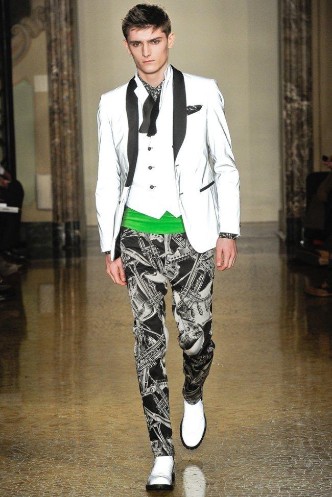 MILAN FASHION WEEK- Moschino Men's Fall 2012. www.imageamplified.com, Image Amplified0 (3)