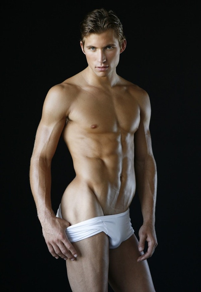justin deeley es gay