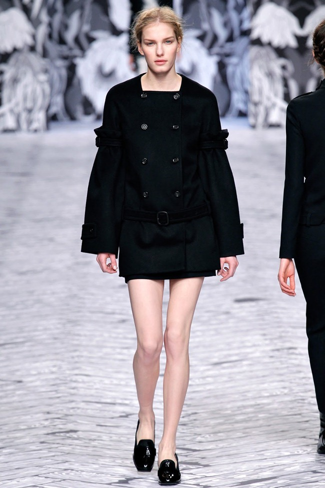 PARIS FASHION WEEK- Viktor & Rolf Fall 2013. www.imageamplified.com, Image Amplified (15)