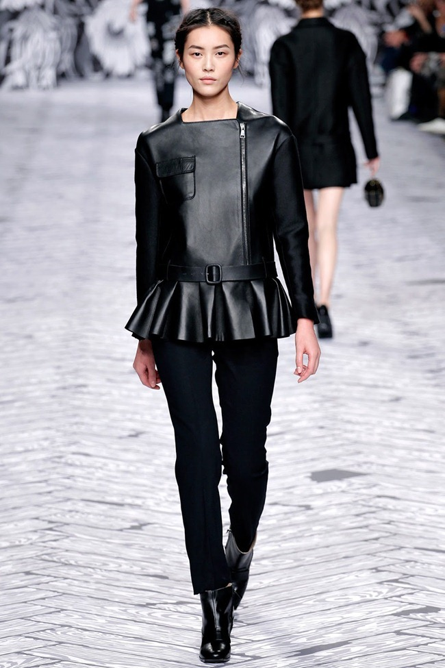 PARIS FASHION WEEK- Viktor & Rolf Fall 2013. www.imageamplified.com, Image Amplified (22)