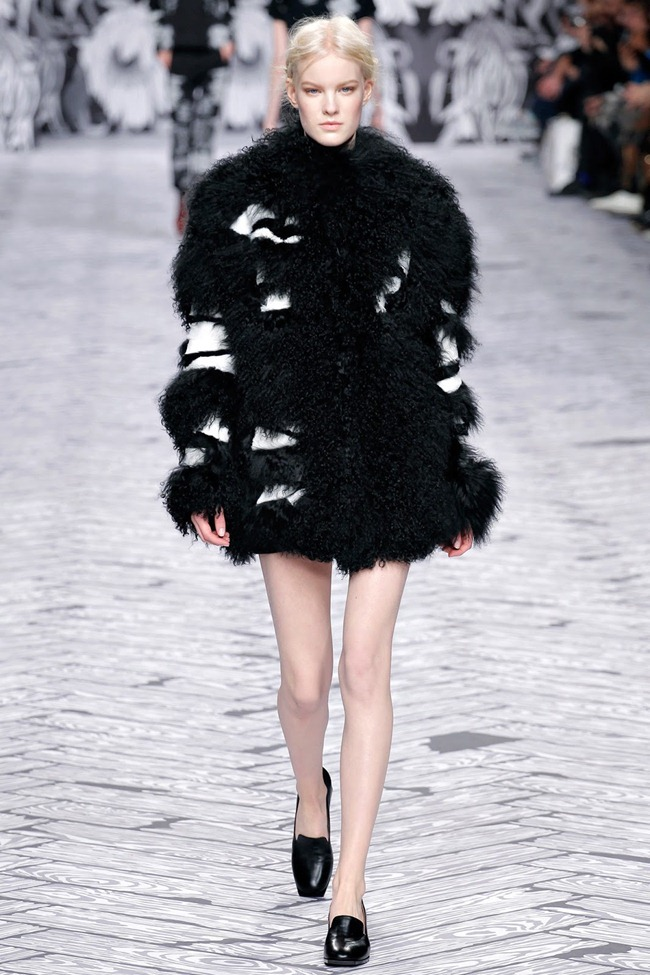 PARIS FASHION WEEK- Viktor & Rolf Fall 2013. www.imageamplified.com, Image Amplified (24)