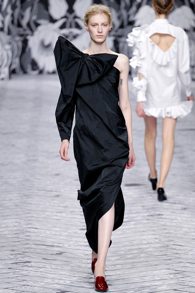 PARIS FASHION WEEK- Viktor & Rolf Fall 2013. www.imageamplified.com, Image Amplified (34)