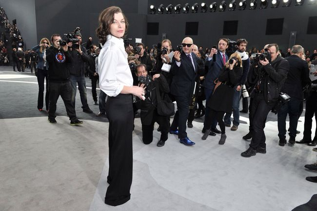 UPDATES/FRONT ROW: Chanel Fall 2013 Ready-to-Wear. Milla Jovovich, Karl Lagerfeld, Jessica Chastain, Vanessa Paradis. Image Amplified www.imageamplified.com