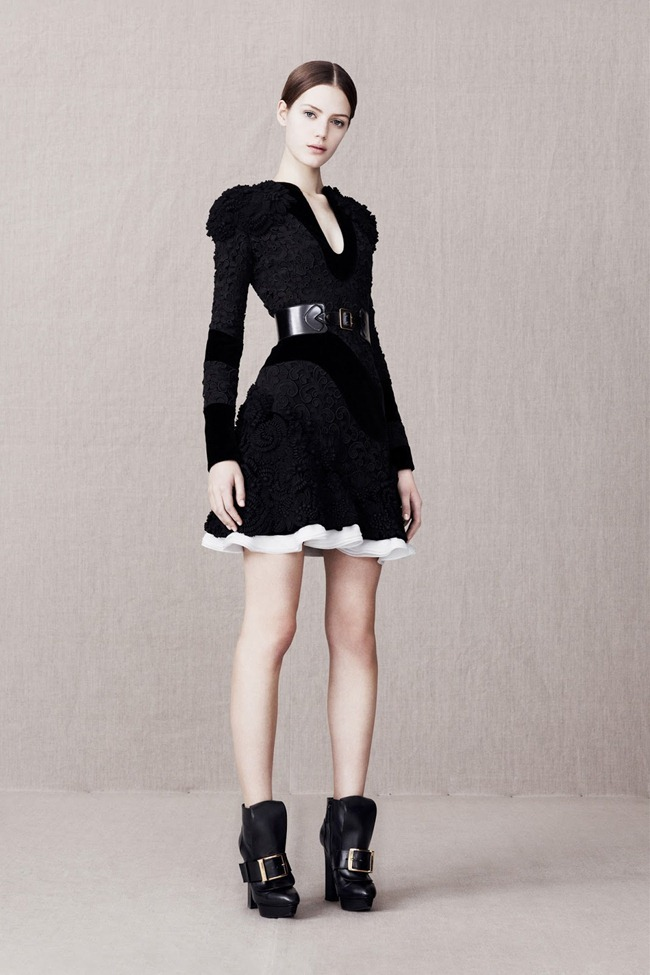 COLLECTION- Alexander McQueen Pre-Fall 2013. www.imageamplified.com, Image Amplified (16)