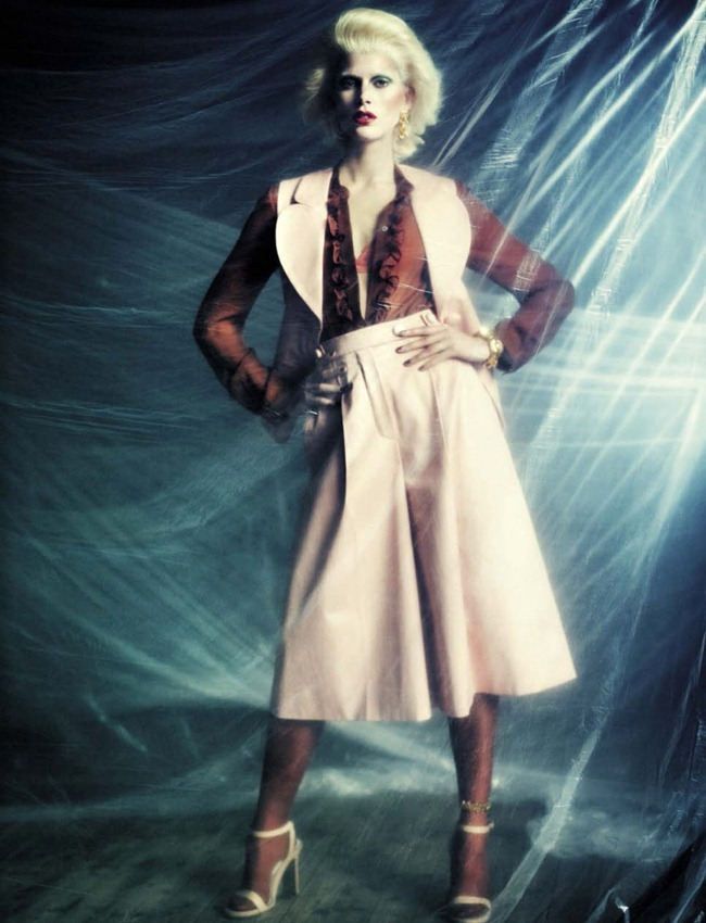 VOGUE ITALIA- Iselin Steiro in A Singular Blond Beauty by Paolo Roversi. Jacob K, December 2012, www.imageamplified.com, Image Amplified (13)