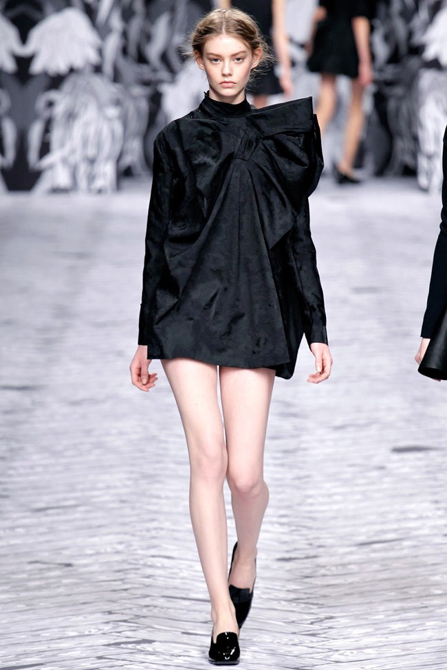 PARIS FASHION WEEK- Viktor & Rolf Fall 2013. www.imageamplified.com, Image Amplified (1)