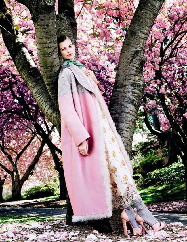 VOGUE JAPAN- Bette Franke in Posing In Pink by Sharif Hamza. Giovanna Battaglia, August 2013, www.imageamplified.com, Image Amplified (7)