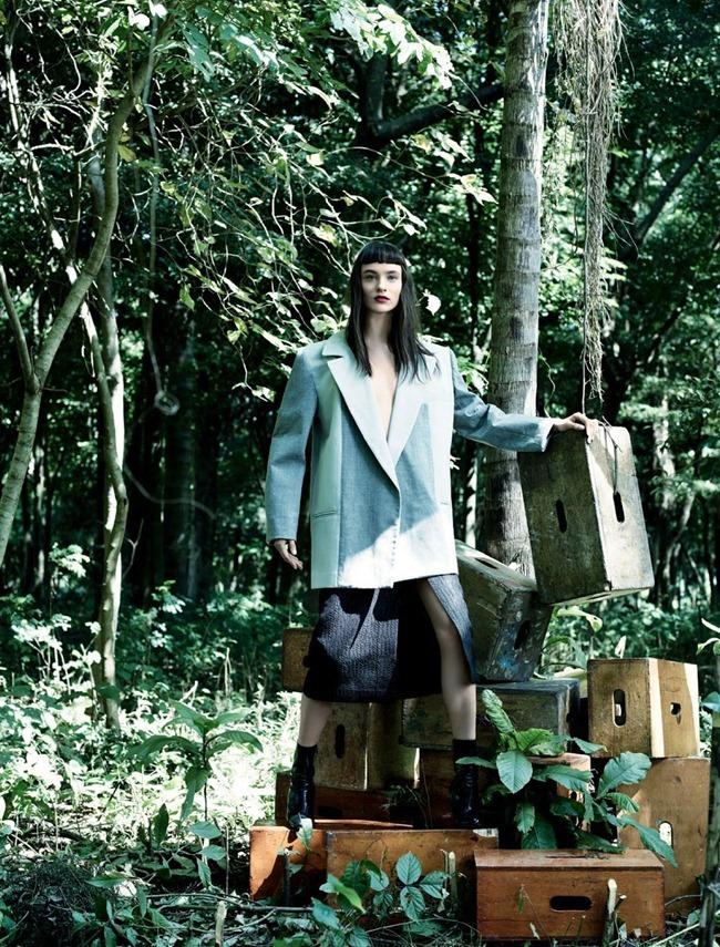HARPER'S BAZAAR BRASIL- Carolina Thaler in Maxi Natural by Bob Wolfenson. Flavia Lafer, July 2013, www.imageamplified.com, Image Amplified (7)