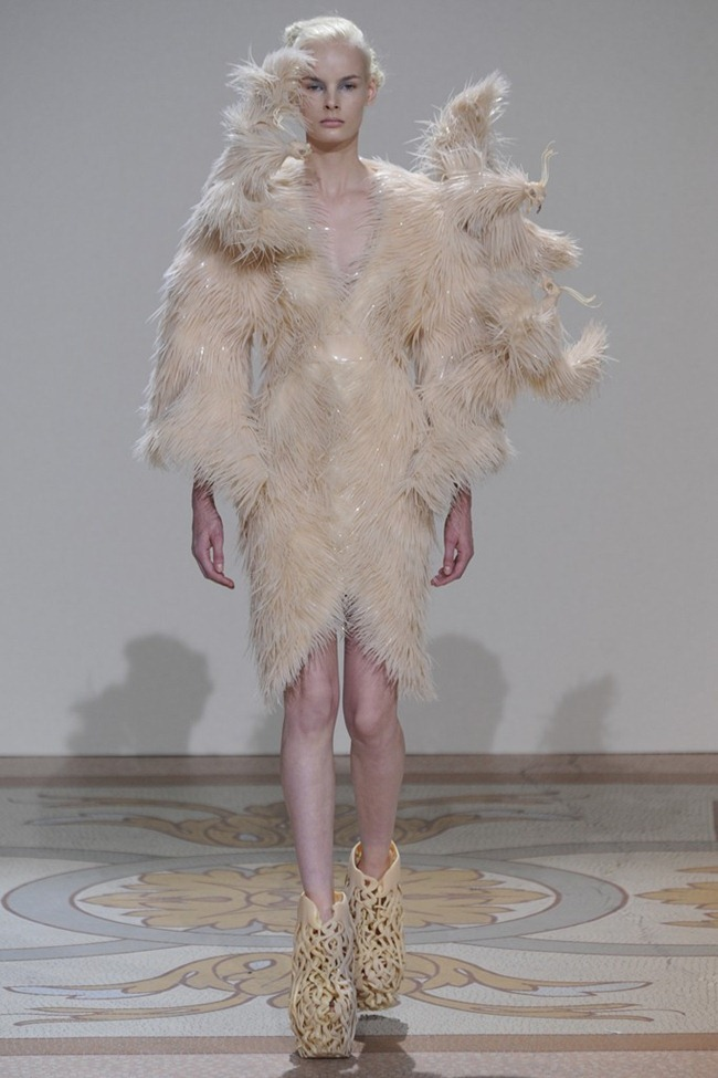 PARIS HAUTE COUTURE- Iris van Herpen Fall 2013. www.imageamplified.com, Image Amplified (6)