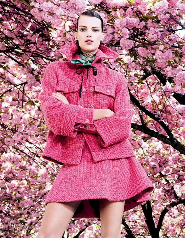 VOGUE JAPAN- Bette Franke in Posing In Pink by Sharif Hamza. Giovanna Battaglia, August 2013, www.imageamplified.com, Image Amplified (3)