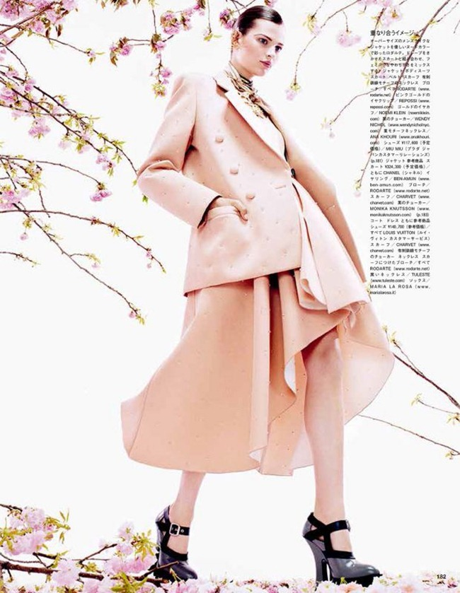 VOGUE JAPAN- Bette Franke in Posing In Pink by Sharif Hamza. Giovanna Battaglia, August 2013, www.imageamplified.com, Image Amplified (8)