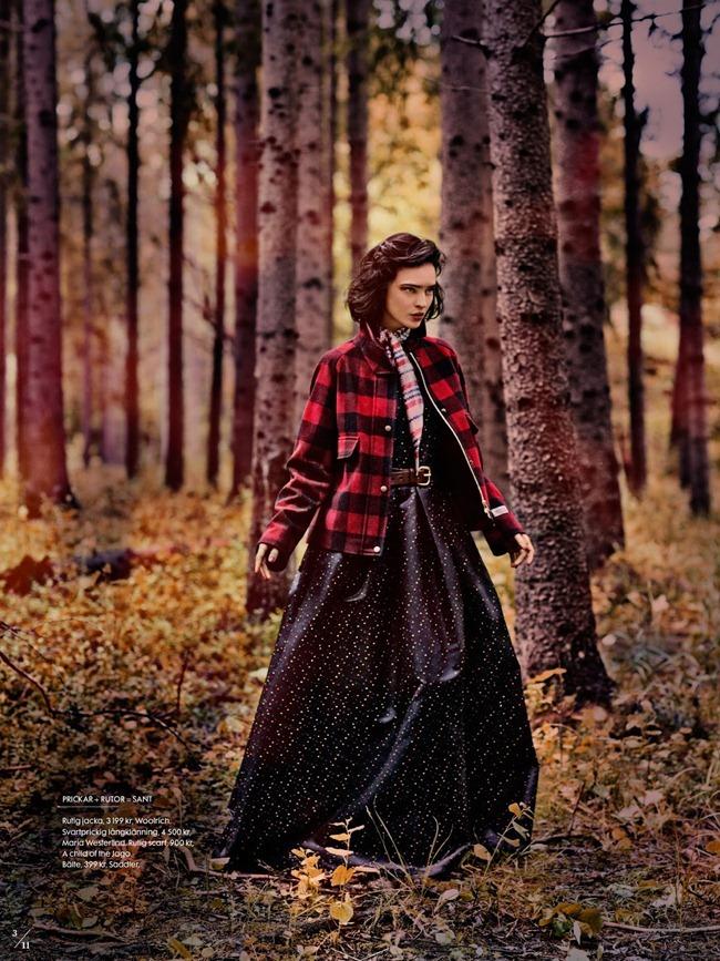 ELLE SWEDEN- Celia Becker in Twin Peaks by Carl Bengtsson. Jenny Fredriksson, September 2013, www.imageamplified.com, Image Amplified (2)