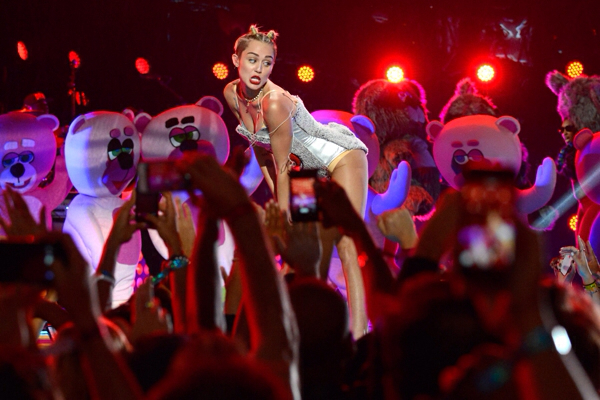 Miley Cyrus is set to host and perform on Saturday Night Live on October 5th. Image Amplified www.imageamplified.com