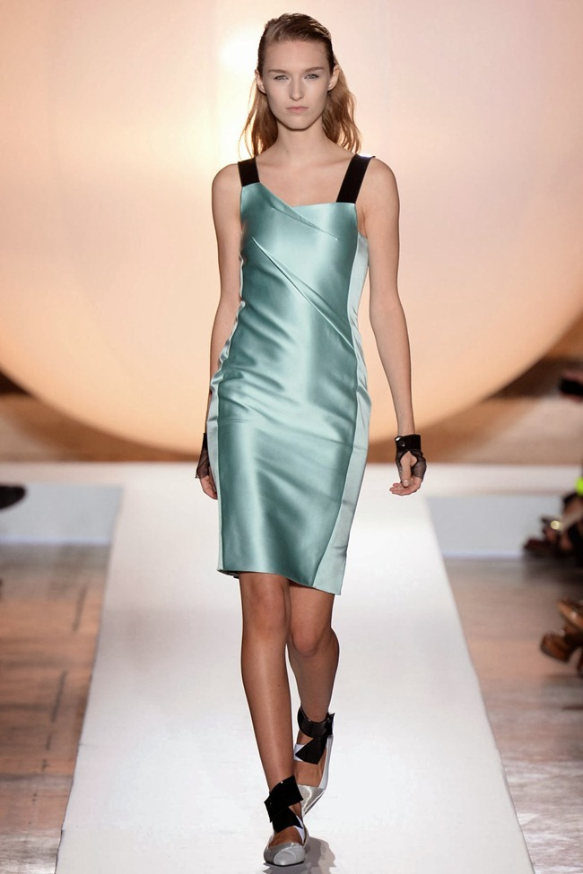 PARIS FASHION WEEK- Roland Mouret Spring 2014. www.imageamplified.com, Image Amplified (28)