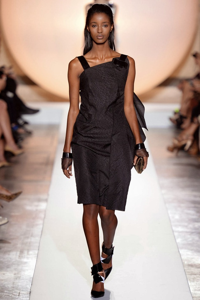 PARIS FASHION WEEK- Roland Mouret Spring 2014. www.imageamplified.com, Image Amplified (32)