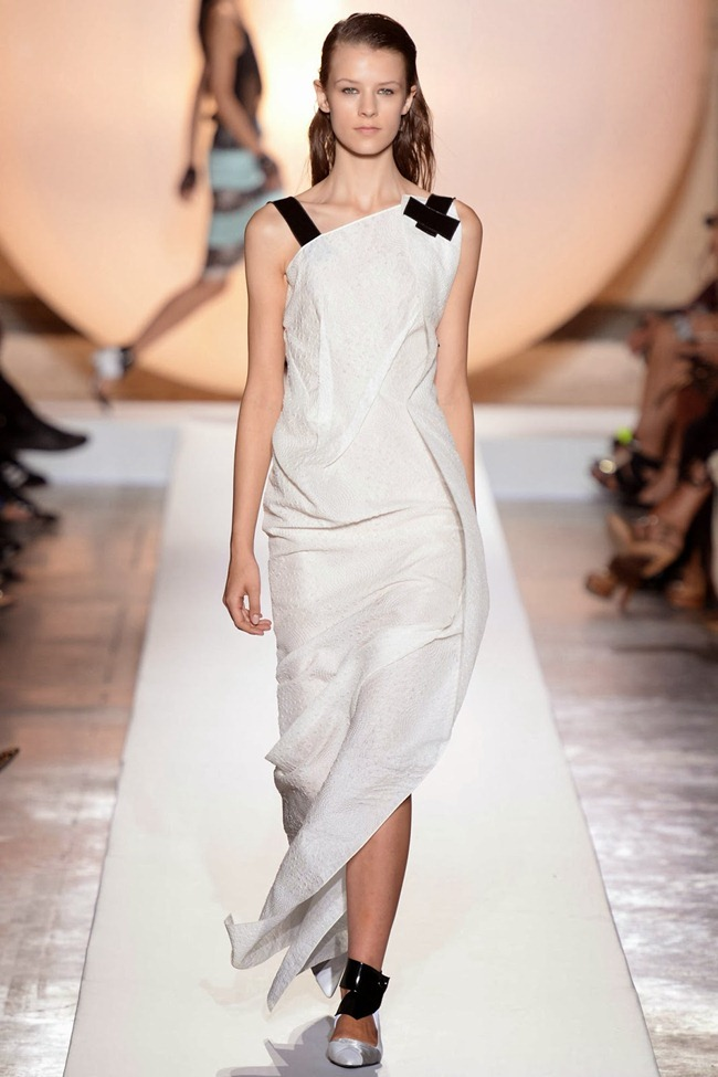 PARIS FASHION WEEK- Roland Mouret Spring 2014. www.imageamplified.com, Image Amplified (33)