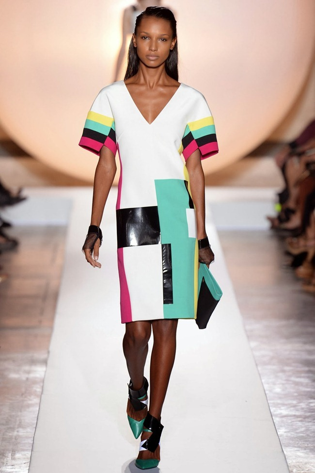 PARIS FASHION WEEK- Roland Mouret Spring 2014. www.imageamplified.com, Image Amplified (8)