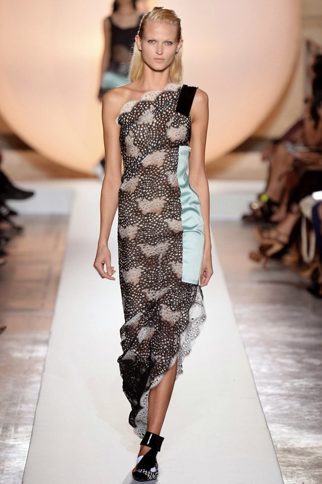 PARIS FASHION WEEK- Roland Mouret Spring 2014. www.imageamplified.com, Image Amplified (29)