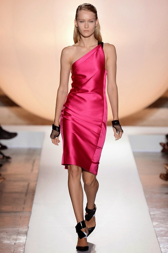 PARIS FASHION WEEK- Roland Mouret Spring 2014. www.imageamplified.com, Image Amplified (24)