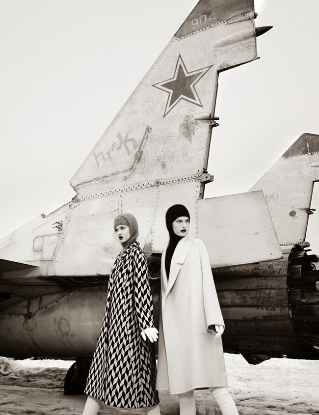 W MAGAZINE- Ashleigh Good & Lindsey Wixson in Moscow by Emma Summerton. November 2013, www.imageamplified.com, Image Amplified (1)