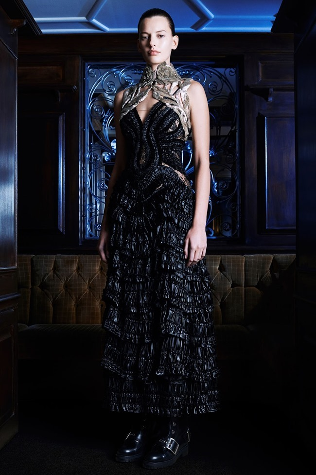 COLLECTION Amanda Murphy for Alexander McQueen Pre-Fall 2014. www.imageamplified.com, Image Amplified (13)