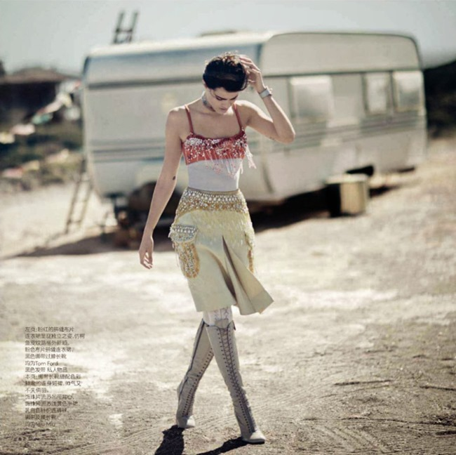 VOGUE CHINA Isabeli Fontana in Desert Song by Boo George. Beat Bollinger, April 2014, www.imageamplified.com, Image Amplified (3)