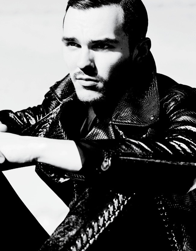 V MAN MAGAZINE Nicholas Hoult in Sexy Beast by Mario Testino. Beat Bolliger, Spring 2014, www.imageampilfied.com, Image amplified (6)